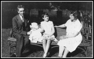Age 10 With Parents & Niece, Jane
